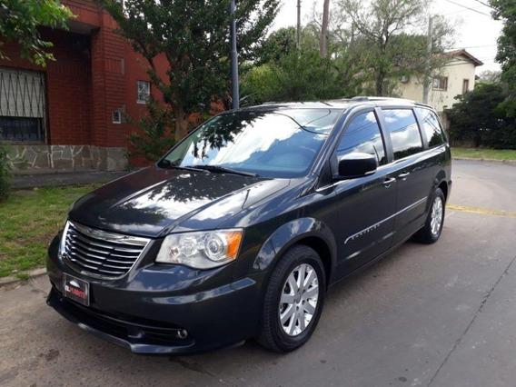 Chrysler Town & Country Excelente Estado