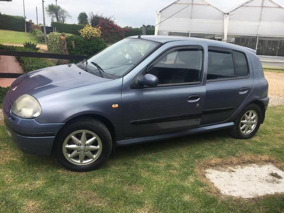 Renault Clio, Modelo 2003 1.4 Con 136.500 Km, 4 Puertas