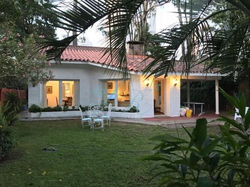 Hermosa Casa En Venta , Cantegril  Punta Del Este Parada 14- Ref: 342