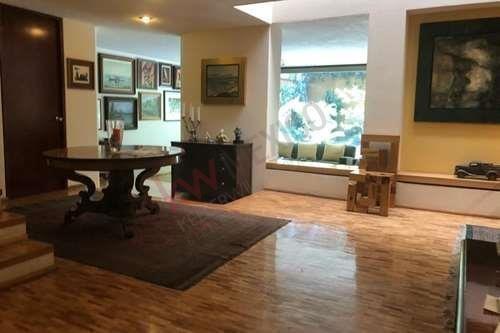 Casa Estilo Barragan Venta Chimalistac 3 Recamaras, 4 Estacionamientos, Moderna Con Terraza $1.1 Mdd