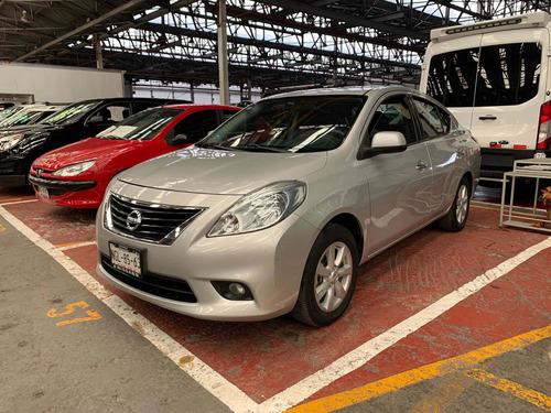 Imagen 1 de 13 de Nissan Versa 1.6 Advance Std 5 Vel Ac 2013