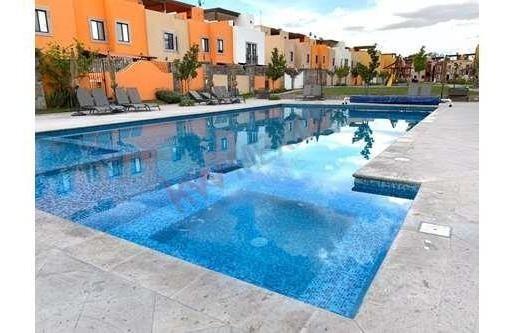Penthouse Con 2 Recamaras En Condominio Privado En El Campo De Golf Zirandaro