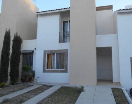 Renta Casa En San Gerardo Residencial, 3 Recámaras, Cocina Integral Equipada.