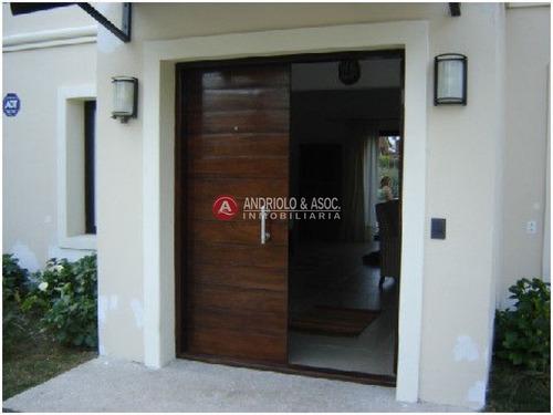 Casa En Playa Mansa - Ref: 4882