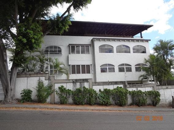 Distinguido Edificio De Uso Residencial (r3) Urb Altamira