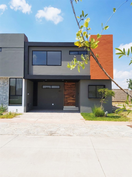 Hermosa Y Moderna Casa En Venta Con Excelente Proyecto