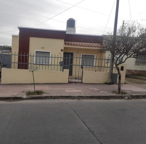 Imagen 1 de 12 de Vendo Casa En B San Vicente, Exc. Ubicación, Recibo Vehiculo