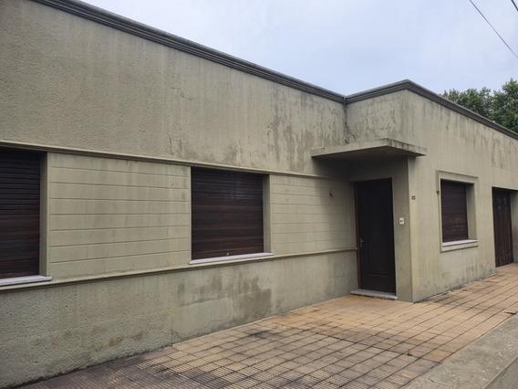 Casa De 3 Dormitorios, 2 Baños Fondo Con Parrillero Y Demás
