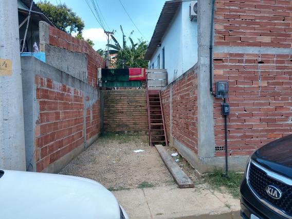 Casa Boa, Com Terreno Grande. Garagem, Muro, Toda Com Piso.