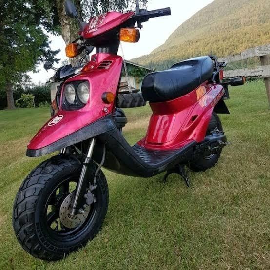 Scooter Yamaha Bws ( Para Retirada De Peças Do Motor )