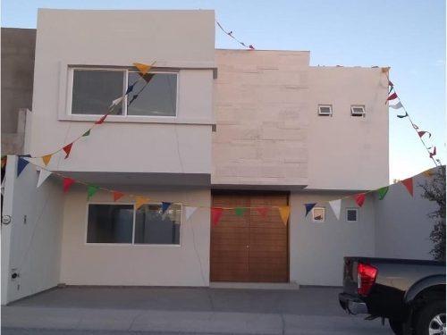 Casa Sola En Venta Condominio Loretta Residencial