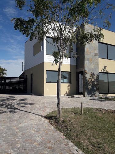 A Estrenar Dueño Vende Casa  En Barrio Privado, Lote Central