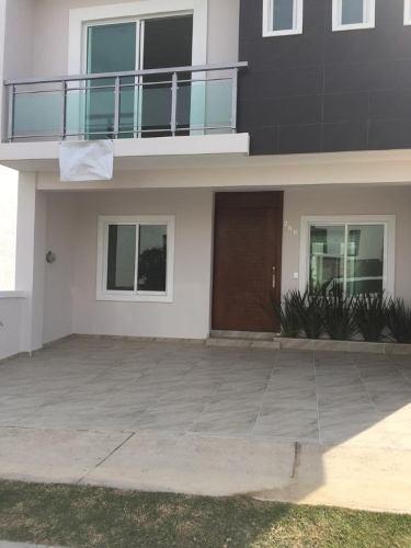 Se Vende Residencia En Coto, Colonia La Cima En Zapopan Con Finos Acabados.