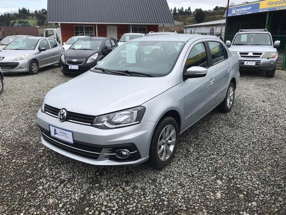 Volkswagen Voyage 1.6 Plateado 2018 5 Puertas
