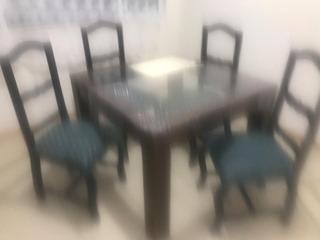 Comedor De Madera, Cuatro Sillas, Madera Sólida.