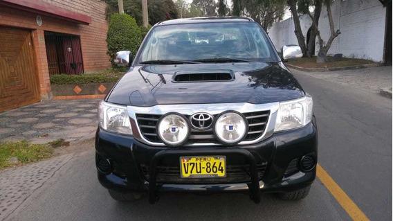 Vendo Toyota Hilux Turbo Diesel Intercooler