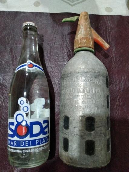 Un Sifón De Medio Litro Y Una Botella De 430cm3 De Soda