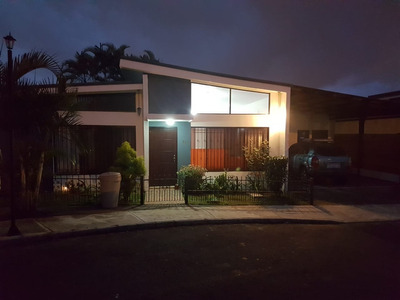 Alquiler Casa En Condominio Por Plaza Lincoln