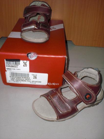 Sandalias De Cuero Kickers Para Niños Con Detalle