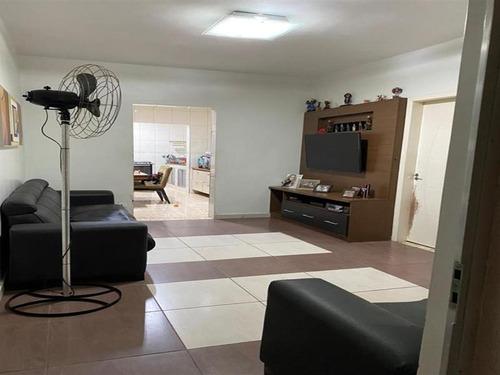 Ótima Casa Para Locação. 210 M², 3 Dormitórios Sendo 1 Suíte E 2 Vagas De Garagem. - 14479