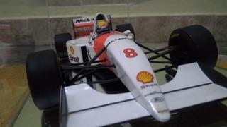 Miniatura 1/18 Mclaren Mp4/81993 Ayrton Senna + Redoma Vidro