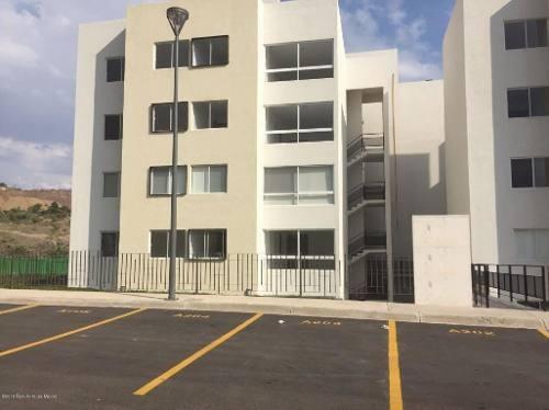 Departamento En Renta En Fray Junipero, Queretaro, Rah-mx-20-1715