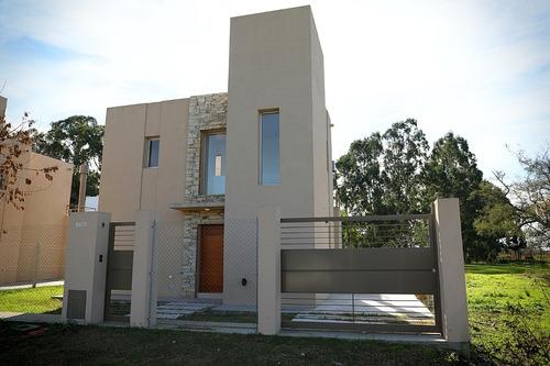Imagen 1 de 10 de Alquilo Casa Villa Elisa. Particular. 2 Dorm. 10 Cuadras Au