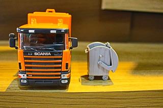 Miniatura 1/32 Caminhão Coleta De Lixo Scania Laranja