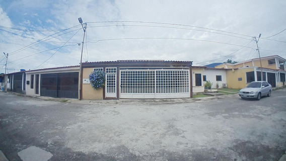 Bella Casa En Venta En San Felipe Yaracuy #20-7361