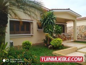 Casa En Venta Valles De Camoruco Valencia 19-9705gz