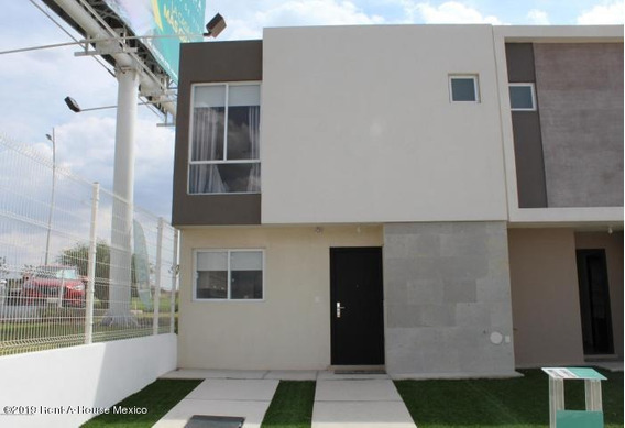 Casa En Renta En Zakia, El Marques, Rah-mx-20-3634