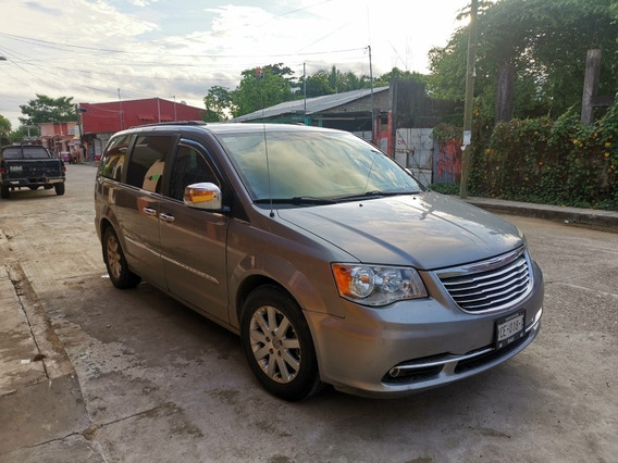 Chrysler Town & Country Touring 3.6 Piel