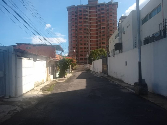 04243631228/angela Casa En Barrio Sucre.