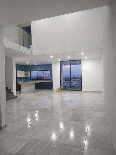 Residencia Lomas De Juriquilla, 3 Niveles, Sótano, Recamara En Pb..