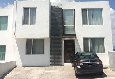 Preciosa Casa, Zibatá, 3 Niveles, Sótano, 3 Recámaras, 4 Baños Completos, T270m2
