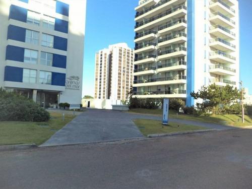 Venta De Apartamento 2 Dormitorios Y Medio En Playa Brava