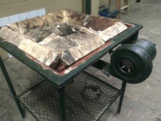 Forja A Carvão Compacta Para Ferreiros