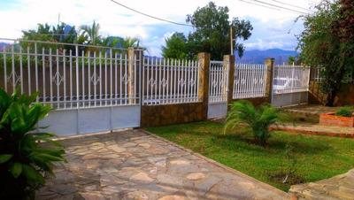 Casa En Venta En San J. De Los Morros, Guarico 16-7136 Dmlg