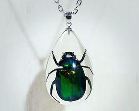 Colar Besouro Resina Pingente Verde Metálico Inseto Bug