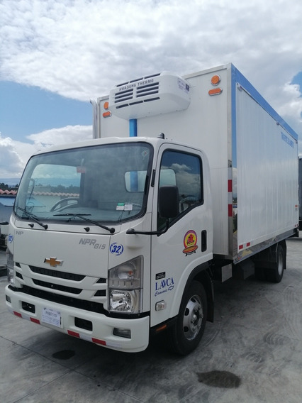Camión Isuzu Npr 2020 Aislado, Acciones Y Trabajo Fijo