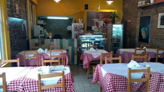 Cafeteria Bar Frente A La Estacion De Caseros