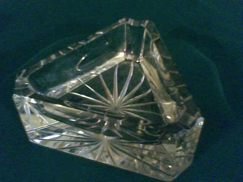 Cenicero En Cristal Tallado En Forma Triangular