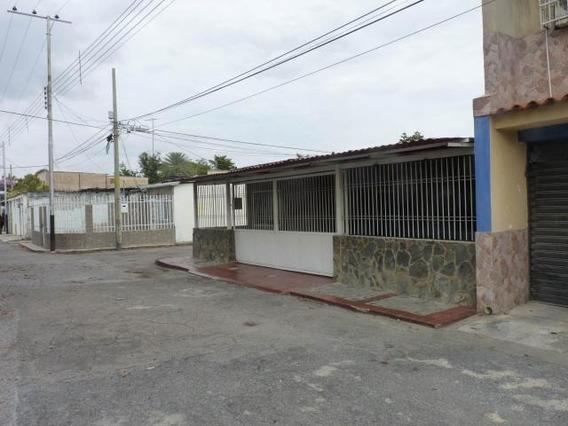 Casa En Venta Urb Las Acacias Maracay Mj 20-18479