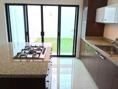 Casa Sola En Venta Fracc. El Lago Residencial