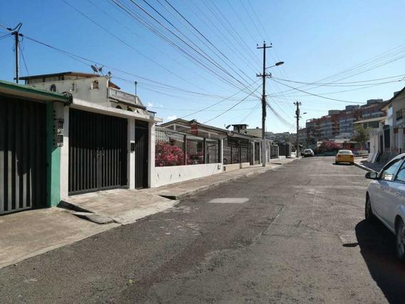 Casa En Los Laureles Norte De Quito Ubicada Estrategicamente