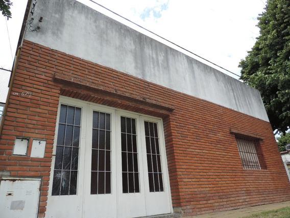 Ph Tipo Casa Al Frente De 3 Dormitorios Con Cochera En Venta, La Plata