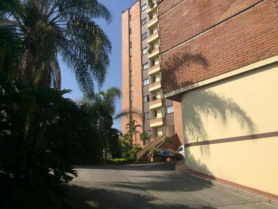 2 Baños, 4 Habitaciones, Parqueadero Privado, Cuarto Util