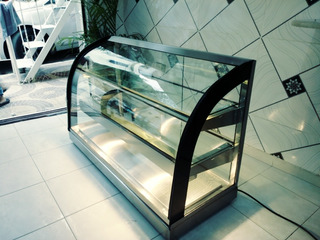 Exhibidores O Vitrinas De Vidrios Curvo Calientes.