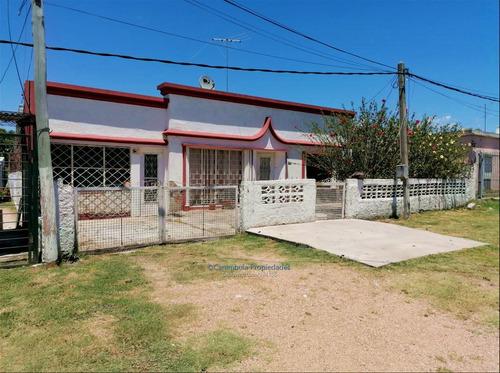 Casa De 2 Dormitorios, Con Garage, Mas 2 Piezas C/baño