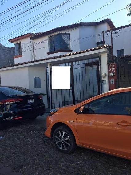 Casa En Venta En Candiles, 2 Plantas, 3 Recamaras, 1.5 Baños Muy Amplia